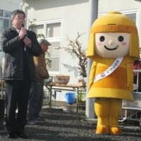 街中での「どんど焼き」のイベントです。高槻、辻子三・竹の内コミュニティ協議会主催です。