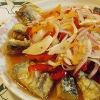鯖とタマネギと赤と黄のパプリカの甘酢漬け