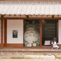 トトロの里を歩く2:クロスケの家と塚森