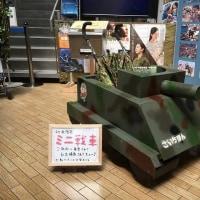 戦車型のベビーカー