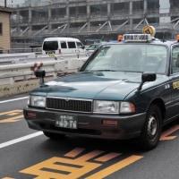 Nissan Crew 1993- 非対称のリアドアが特徴的なニッサン クルー