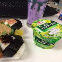 今日のお昼ご飯  3種おむすびとおかずセット