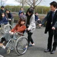 「心のバリアフリー」体験 不便さ理解し互いを尊重 田川市職員