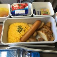 朝出発の便では機内食は軽かった