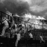 名古屋市の中日球場全焼。