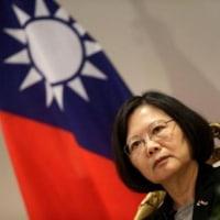 <台湾情報17-14>蔡総統の支持率最低 対中政策に失望感。/ 台湾、中国の外交圧力警戒 林行政院長が単独会見