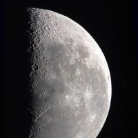夜明け前の月(下弦)、撮りました。