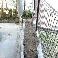 今日も花壇作りに 芝刈りと 花壇用の泥盗みをした・・・・( ´△`)アァ-