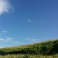 空を見るとつながってる気がするよ。