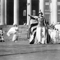 アメリカで女性の参政権が認められた。