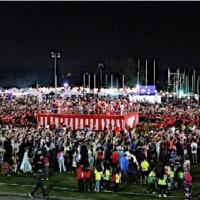 ★【マレーシアで盆踊り】・・・・やぐらの周りにできた踊りの輪では、日マレーシア両国の人々が一緒になり、東京音頭や花笠音頭などを踊った!
