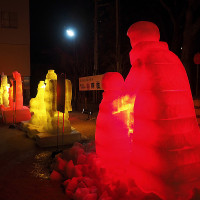 ★真冬の暗闇を彩る赤や黄