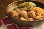 生姜でポカポカ☆豚肉団子と水菜のゴマ味噌煮