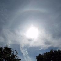 日暈 彩雲 日光環