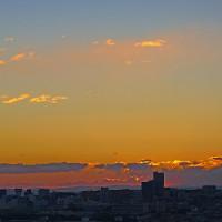 イソヒヨドリ。今朝の朝焼けと日の出。きょうの一句「冬将軍」