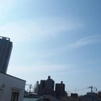 今朝(3月28日)の東京のお天気:晴れ、(3月の作品:花を持つ少女)