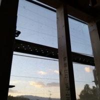 設計の事、デザインの事・・・・・開口部(窓)を考えるという事、屋内と屋外のつながりの場所・・・・・・環境を取り込む場合と環境を隔てるという事。