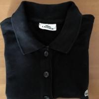 黒のポロシャツ