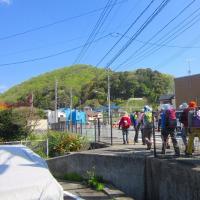 2 八世以山(495m:安芸区)登山  登山口へと隊列で
