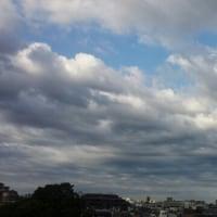 今朝の空は雲がオモシローイ