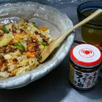 ランチは焼き飯with桃屋のラー油フライドガーリック入り