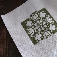 グリーンの花模様のクロスステッチ2