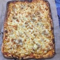 ピザを焼く。
