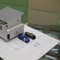 毎日の暮らしのデザインに「外構」庭と「家本体」の関係・・・・ガレージ「車庫」・・・駐車スペース「駐車場」の計画も家のレイアウト「配置」との関係で違いが生まれる寸法がありますよ。