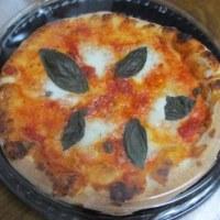 窯焼きピザとチェリーパイ
