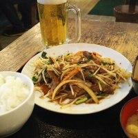 まんぷく食堂 大久保 ニラレバ炒め定食 と 生ビール