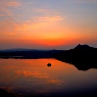朝焼けの摩周湖。