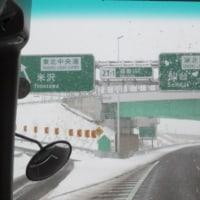 雪の高速道