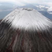 富士山が初冠雪