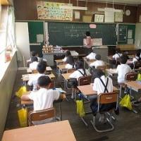 ①スポーツテストにがんばりました。②低学年の食育授業です。