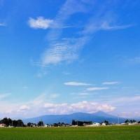 澄みきった梅雨の晴れ間の空が