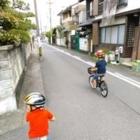 お昼ご飯を食べに、各自の自転車で