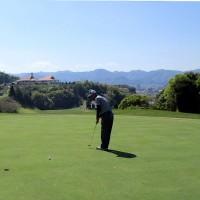 ゴルフ(Y田C.C10番グリーンにて)
