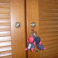 タンスの扉を修理