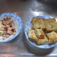 小豆玄米ご飯と納豆キュウリ定食と有精卵の卵焼き