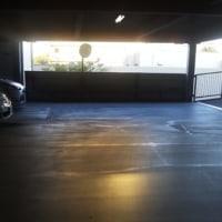 駐車場の朝。ぐっもーにん東京