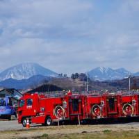 鹿沼市 日光連山と消防車 29.2.25