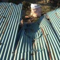春一番が吹き荒れる 伐採作業中に破壊された倉庫の修理 茨城 利根