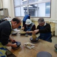 陶芸教室で作品作り(手ひねり)に精を出す(第4回)  福井県支部