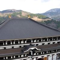 矢田川と山並みを眺める