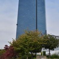 高層ビルの窓のお掃除‼️自動窓拭き機だった。チョット周辺をブラリと・・・・