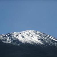 冠雪した富士山