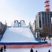 「ジャンプ台」の雪像です !