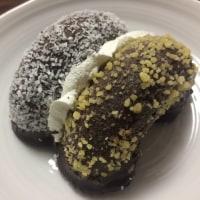 [ミスタードーナツ]2種類が一度に楽しめる夢のドーナツ☆「ゴールデン&ココナツチョコレート」