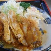 再訪。「旬菜麺房 ふじや」、JR長町駅近くで、おかずカツカレー、海老天卵とじ丼、めかぶそば