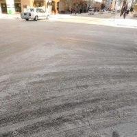 車道はアイスバーン・歩道も凍結!